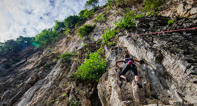 Damai-Wall-Rock-Climbing
